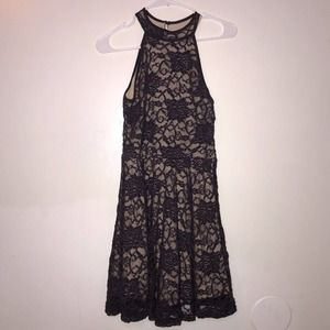 🍁2/$20 Honey and Rosie lace purple flower dress size M